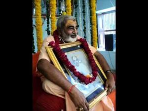 Radha-Govinda-das-Babaji-and-sadhu-mhj