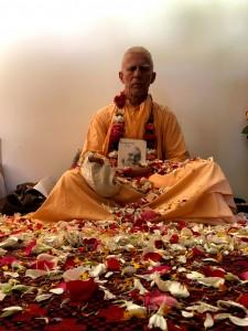 Gurudev-Narayan-roses